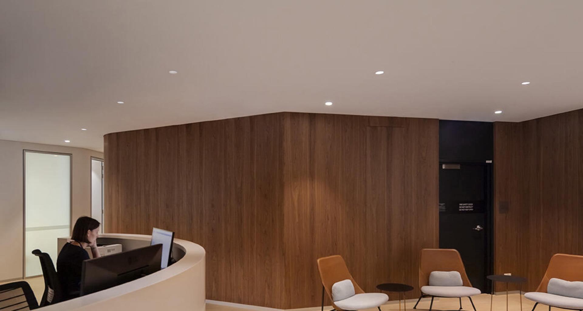 DECOARLUS. Apliques, plafones y downlights para crear ambientes interiores confortables
